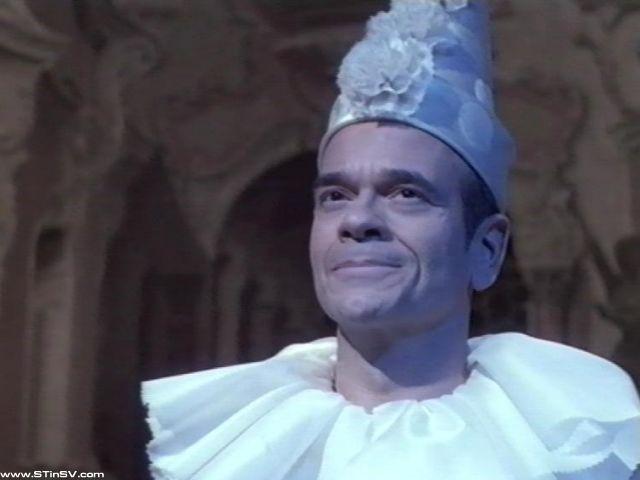 Doktor u opernom kostimu.............